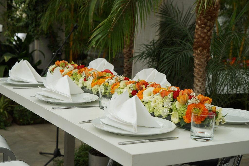 Tischdeko aus blueten